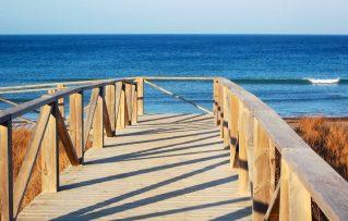 5 Razones para Visitar y Disfrutar en La Bellisima Playa de Torre Vado